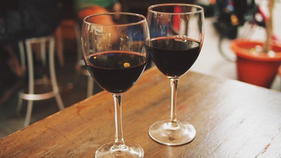 Prezzi vino: crollano i generici, tengono i Dop